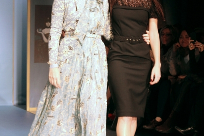 Луиза Беккария с дочерью Лучиллой, финальный выход показа осень-зима 2013/14